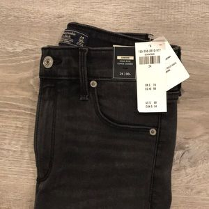 Never been worn!! black high rise skinny jeans